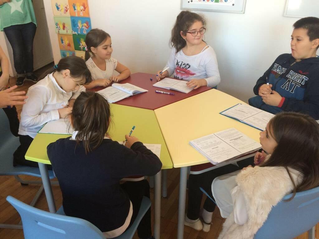 Mobilier scolar pentru ciclul primar - Masa modulara step by step
