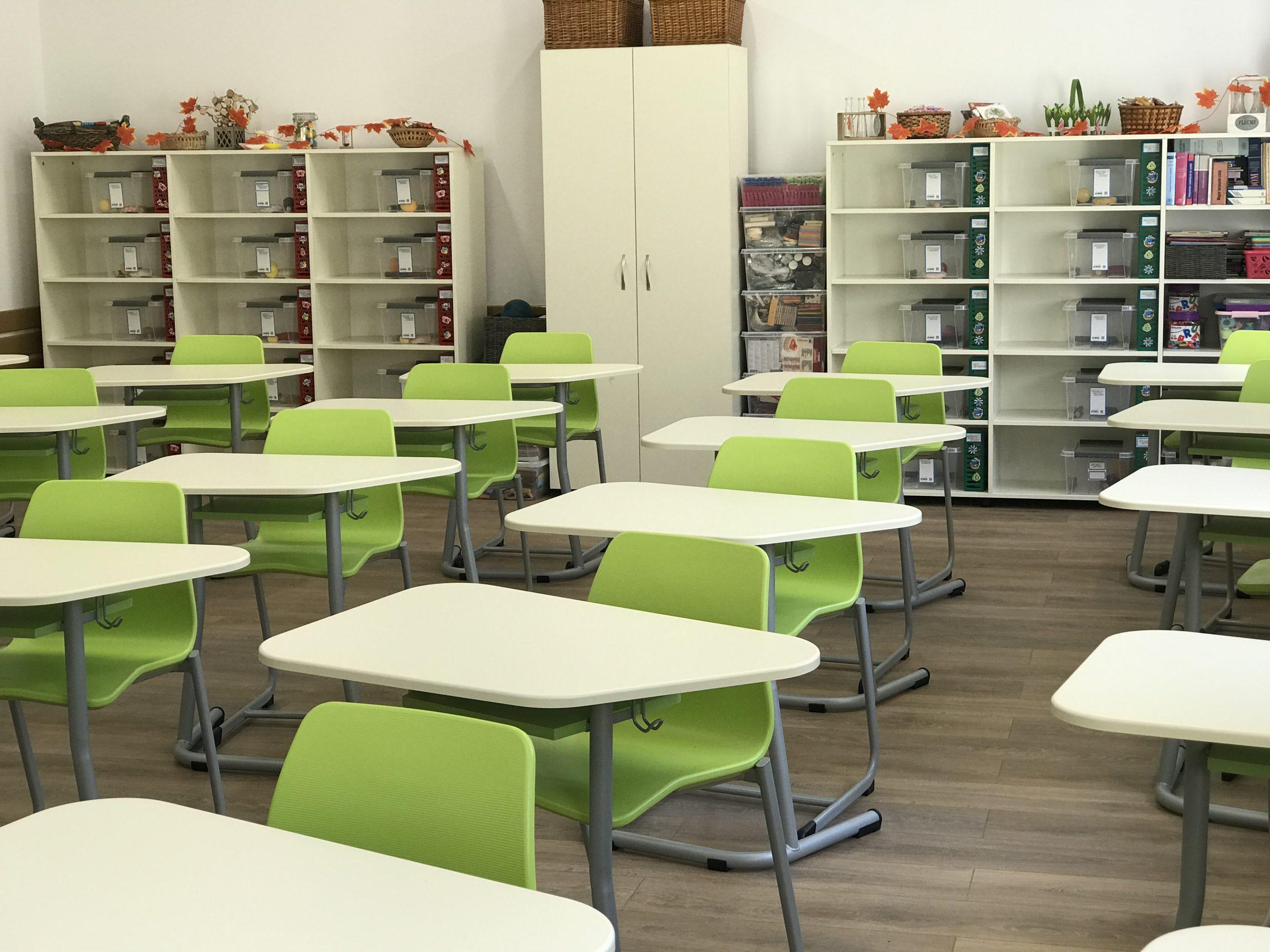 Banci scolare aranjte in clasa - Masa modulara MATTE ECTA