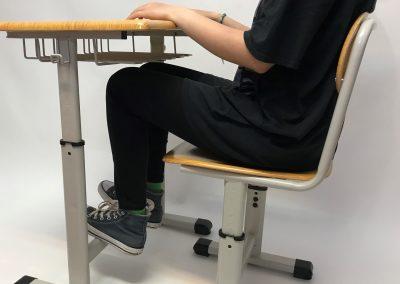 Pozitia la masa pentru setul de mobilier scolar reglabil Optim Matte